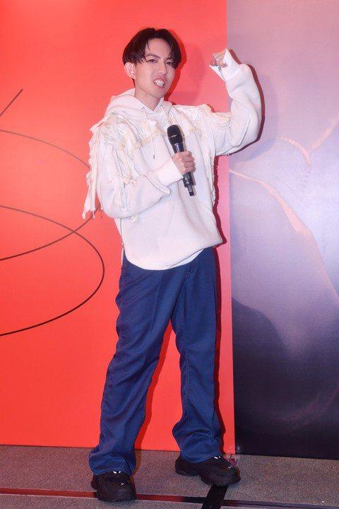 林宥嘉上周末攻占香港紅館,連辦3場「idol世界巡迴演唱會」,吸引陳奕迅、容祖兒等藝人到場同歡,而老婆丁文琪在壓軸場悄悄露面,讓他直呼驚喜,表示當老婆在場時,會產生更多動力,就是希望讓老婆看見最帥的...