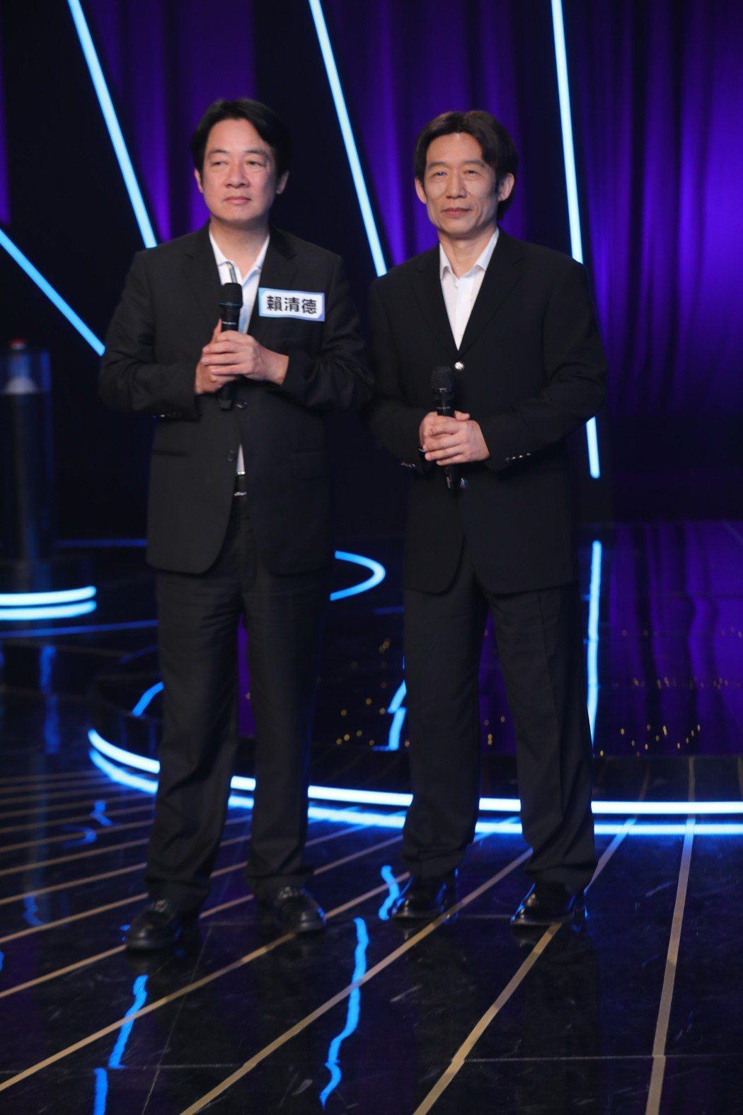 郭子乾(右)和賴清德同台錄影。圖/台視17Q提供