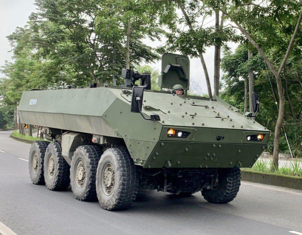 國人自製雲豹甲車已服役,但外觀結構常被外界批評不夠現代化。國防部軍備局209廠去...