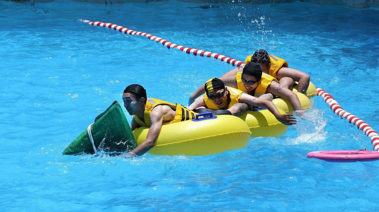 馬拉灣端午節最有創意活動「人體龍舟賽」。圖/麗寶樂園提供