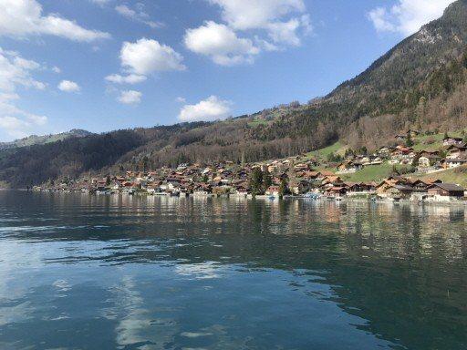 從船上望去,每個小鎮都有自己的特色,每靠一個鎮,都像在看不同的風景明信片。 記者...
