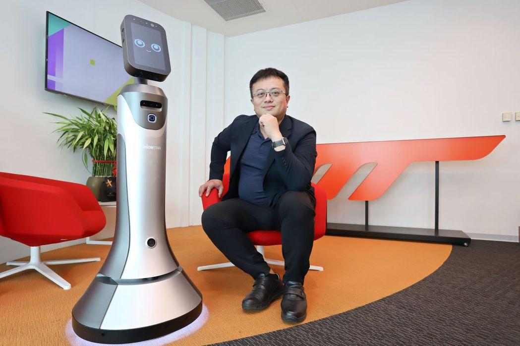 台灣獵豹AI產品部副總裁陳嘉翰認為豹小秘有助台灣企業投入數位轉型,同時優化人力配...
