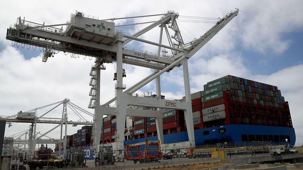 美中貿易戰影響全球經濟,台灣可能受到嚴重衝擊。圖/路透