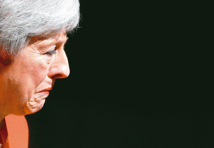 英國首相梅伊宣布6月7日辭去黨魁,脫歐仍有變數。 路透