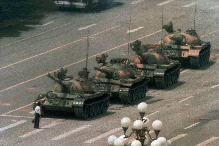 美聯社記者Jeff Widener拍下的「坦克人」(Tank Man)。 圖/美...