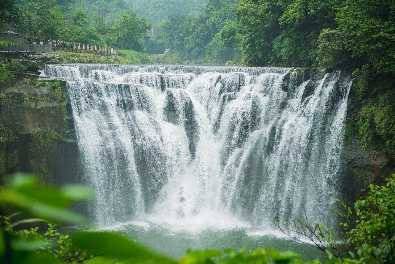 十分瀑布為垂簾式瀑布,被稱為台灣尼加拉瀑布。圖/新北市觀光旅遊局提供