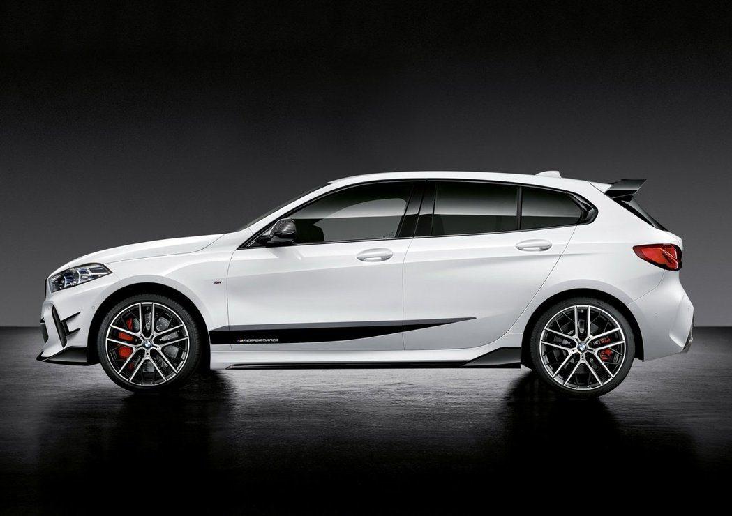 撘載全新M Performance套件的新世代BMW 1 Series。 摘自B...