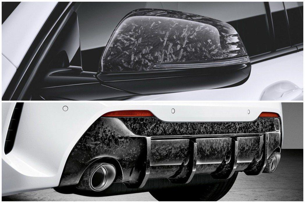 以灰白色渲染方式呈現的後視鏡外蓋與後保下分流器,塑造出新世代1 Series所搭...