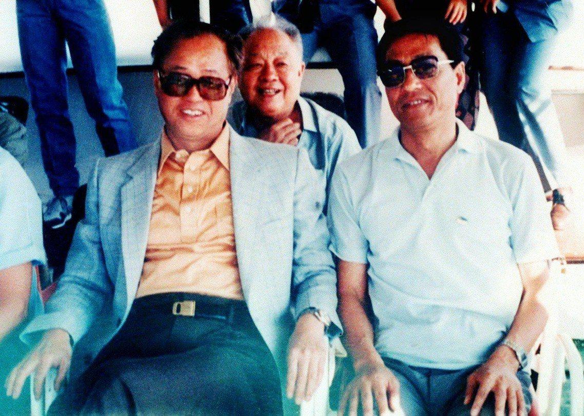 趙紫陽(左)與鮑彤(右),兩人在1989年學運爆發之前的合影。 圖/路透社