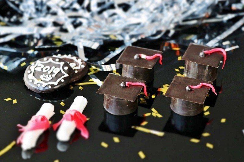 專屬謝師宴的學士帽造型甜點。  萬麗酒店/提供