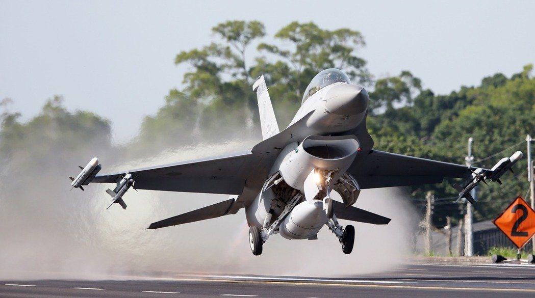 彰化戰備道三型戰機起降 愛國者飛彈現場戒備