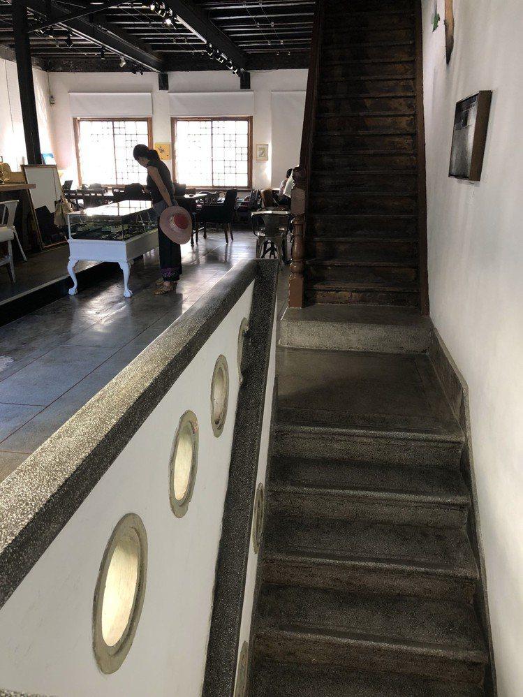 策展人杜昭賢將台南民權路特色天井街屋重回原貌,打造成B.B.Art藝廊。記者何定...
