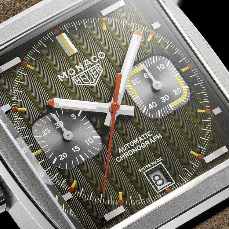 泰格豪雅Monaco 1969–1979限量典藏版腕表,有著日內瓦條紋飾面,搭配...