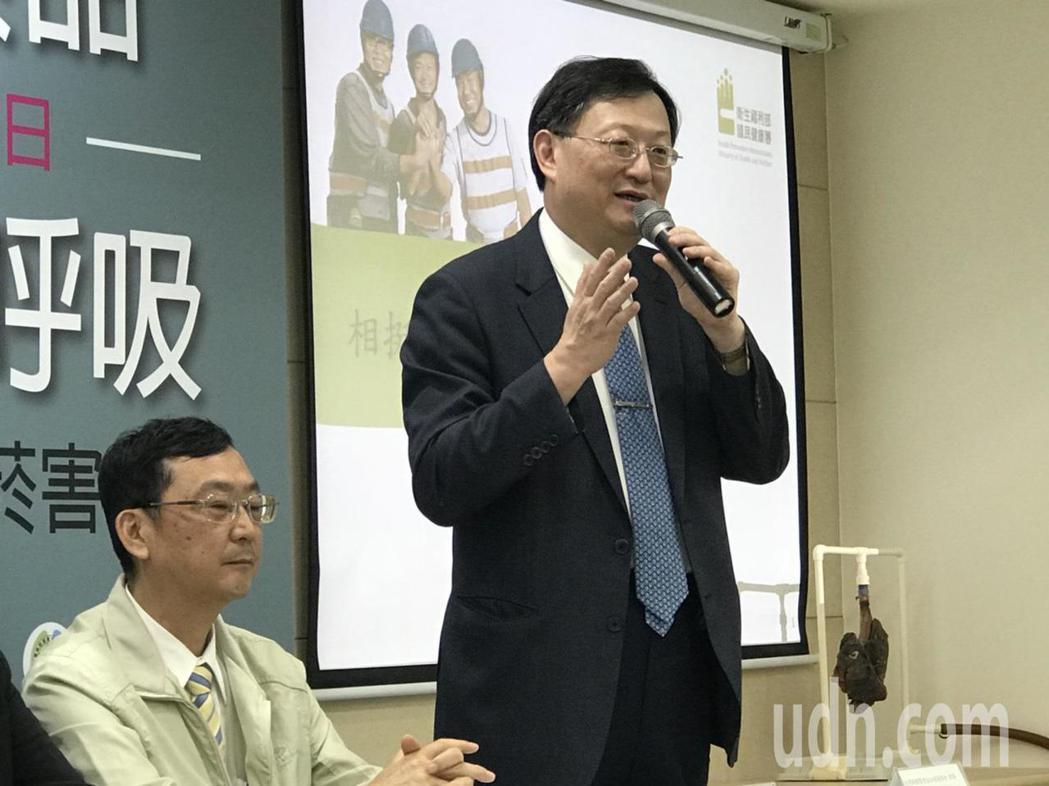 台大醫院副院長、台灣胸腔暨重症加護醫學會理事余忠仁表示,他會轉介患者至戒菸門診外...