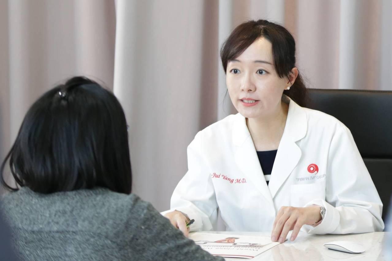 艾微芙國際生殖醫學中心機構主持人、醫師楊文瑞指出低度鑲嵌的胚胎無論是植入後的著床...