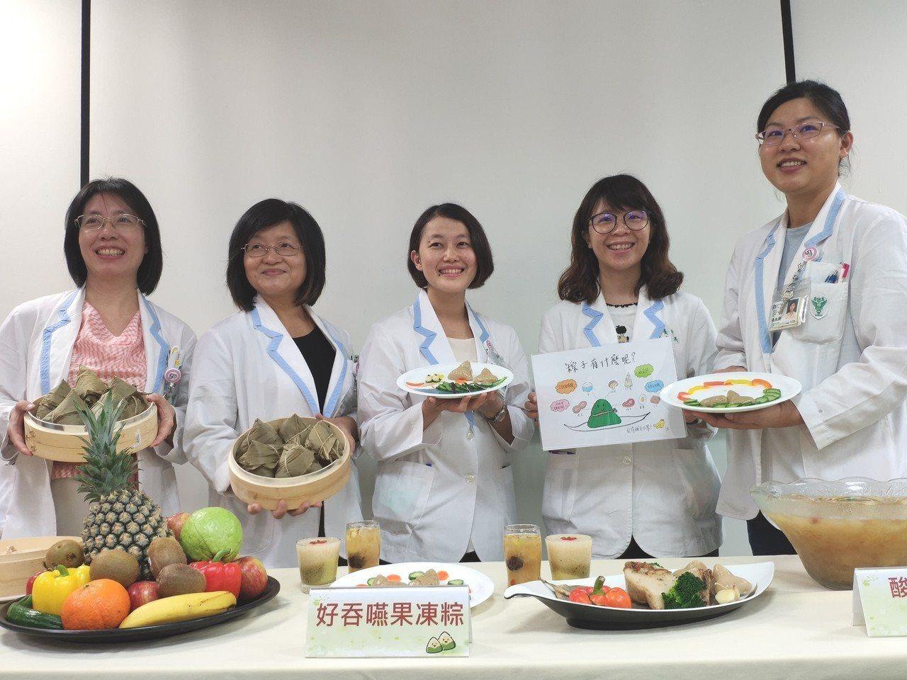 端午節將屆 ,柳營奇美醫院營養科推出好吞嚥的果凍粽。記者謝進盛/攝影