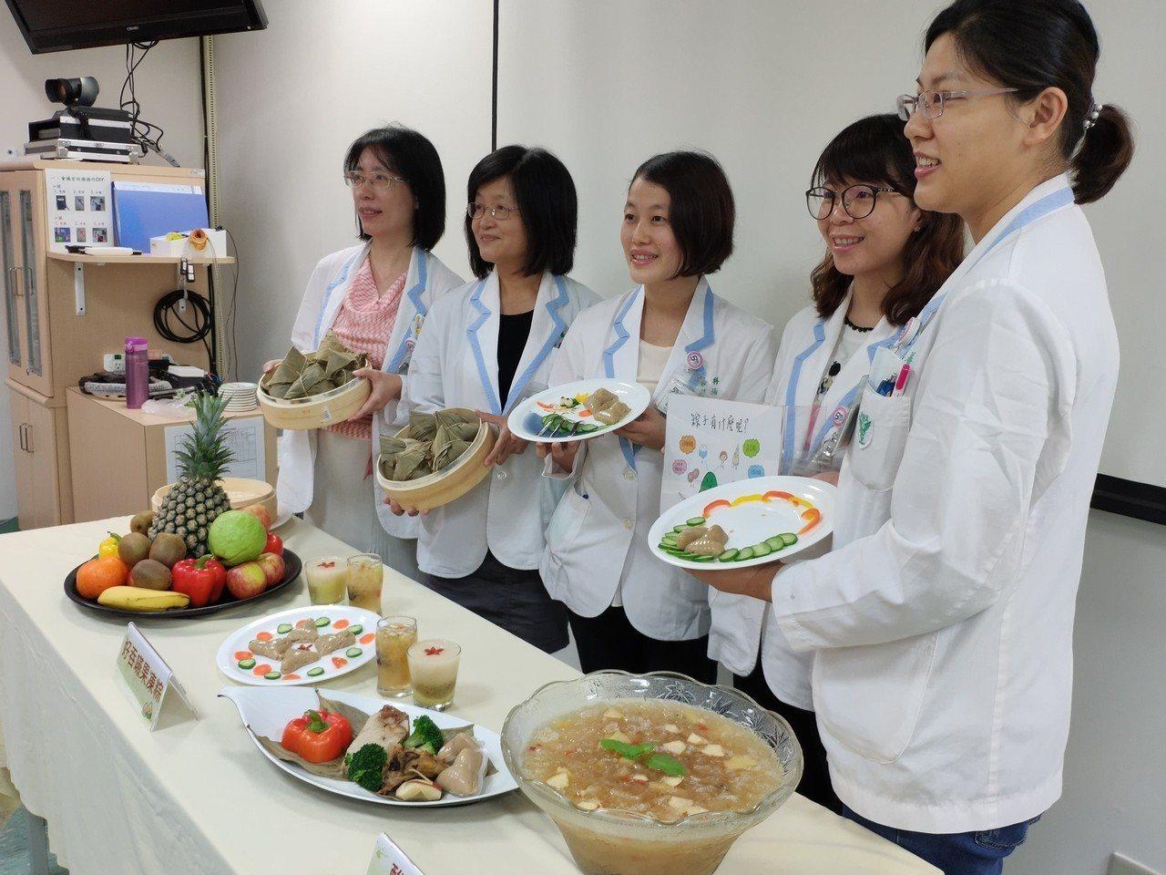 端午節將屆, 柳營奇美醫院營養科推出好吞嚥的果凍粽。記者謝進盛/攝影