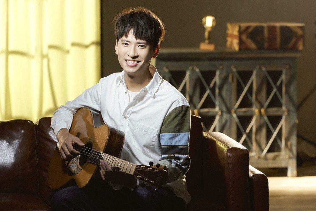 廖文強和吳汶芳合作新歌「左右」。圖/何樂音樂提供