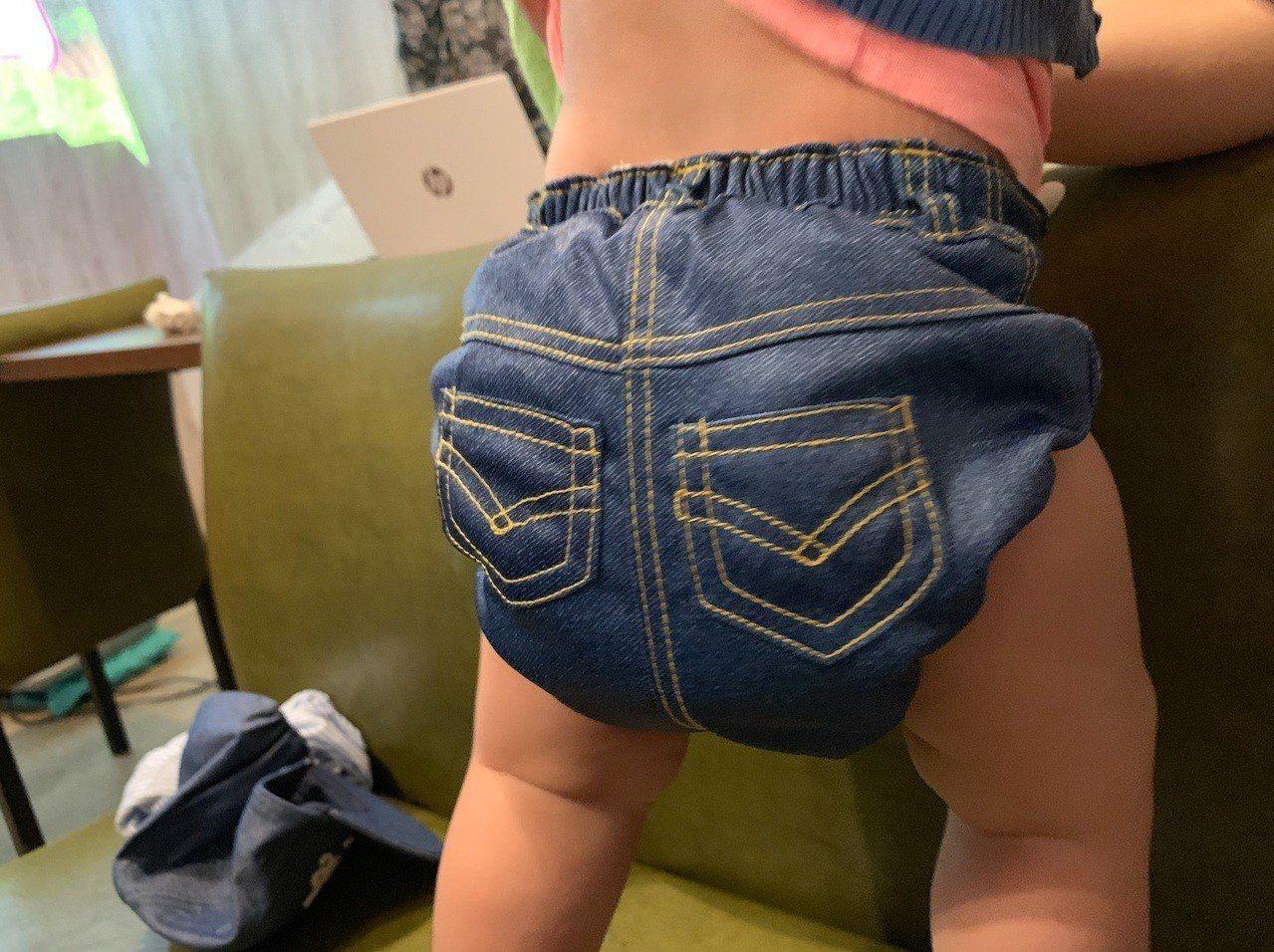 現代布尿布外觀、造型更具設計感,寶寶穿起來相當舒適。記者黃昭勇/攝影
