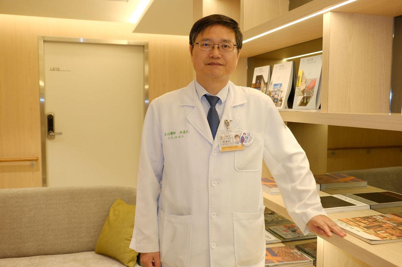聯新國際醫院腎臟科主任林盈光,透過基層診所轉診病例,經檢查迅速掌握引發低血糖的肝...