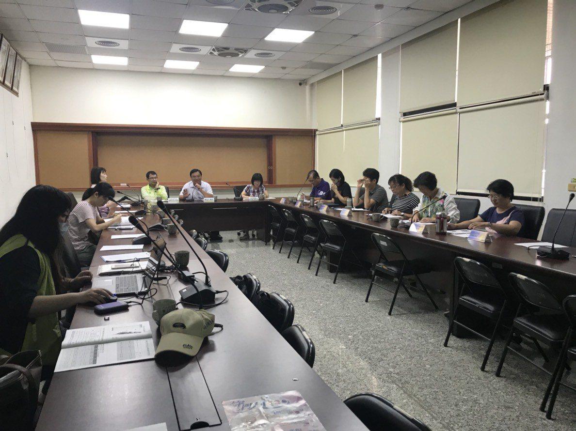高雄市衛生局在美濃區公所召開日本腦炎前進指揮會議。圖/高雄市衛生局提供