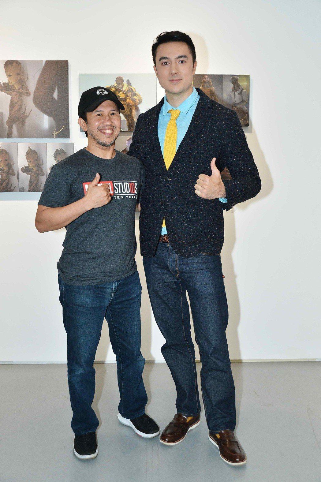 班傑(左)採訪漫威設計師安東尼‧弗朗西斯科。圖/八大提供