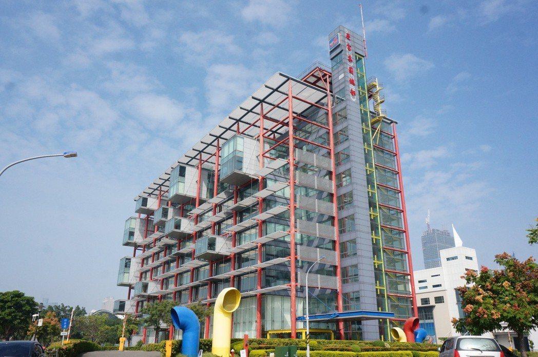 慶富總部大樓地上10層、地下2層,建物面積約7812.07坪。圖/本報資料照