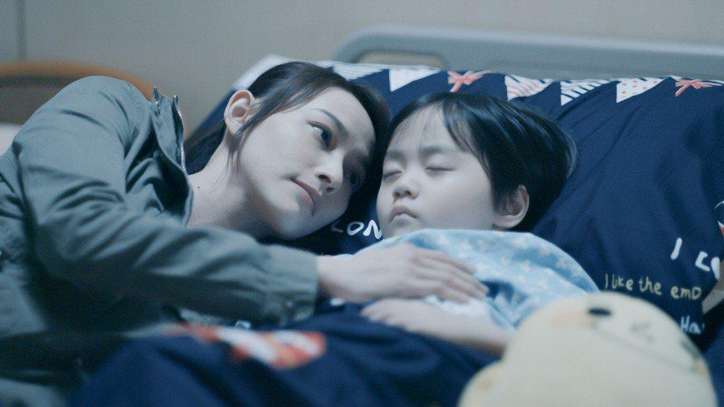 姚以緹在「浮士德遊戲2」飾演單親媽媽兼具殺手身分。圖/福斯傳媒提供