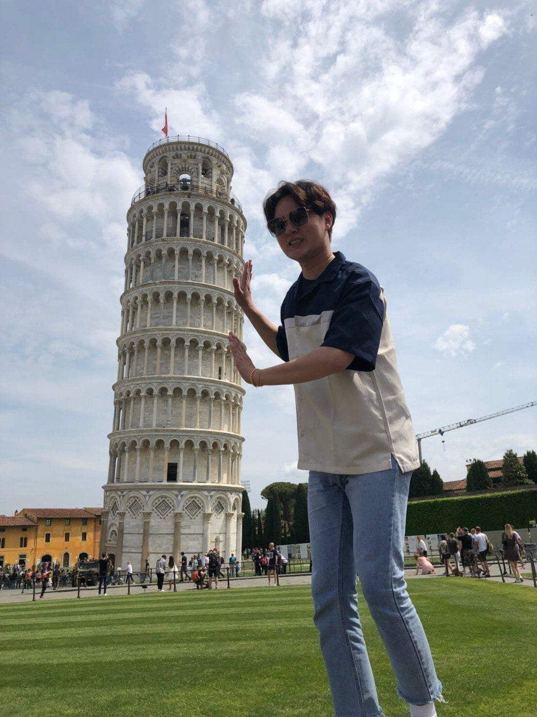 許富凱帶媽媽去歐洲玩。圖/時代創藝提供