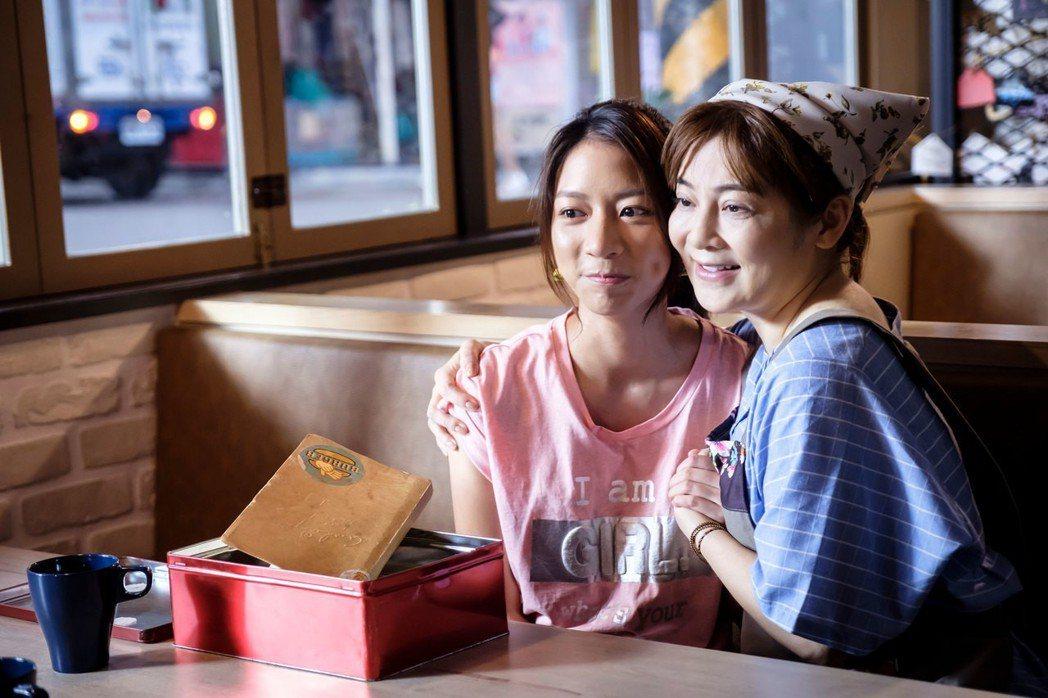 王彩樺(右)客串「如果愛,重來」和陳妤對戲。圖/歐銻銻娛樂提供