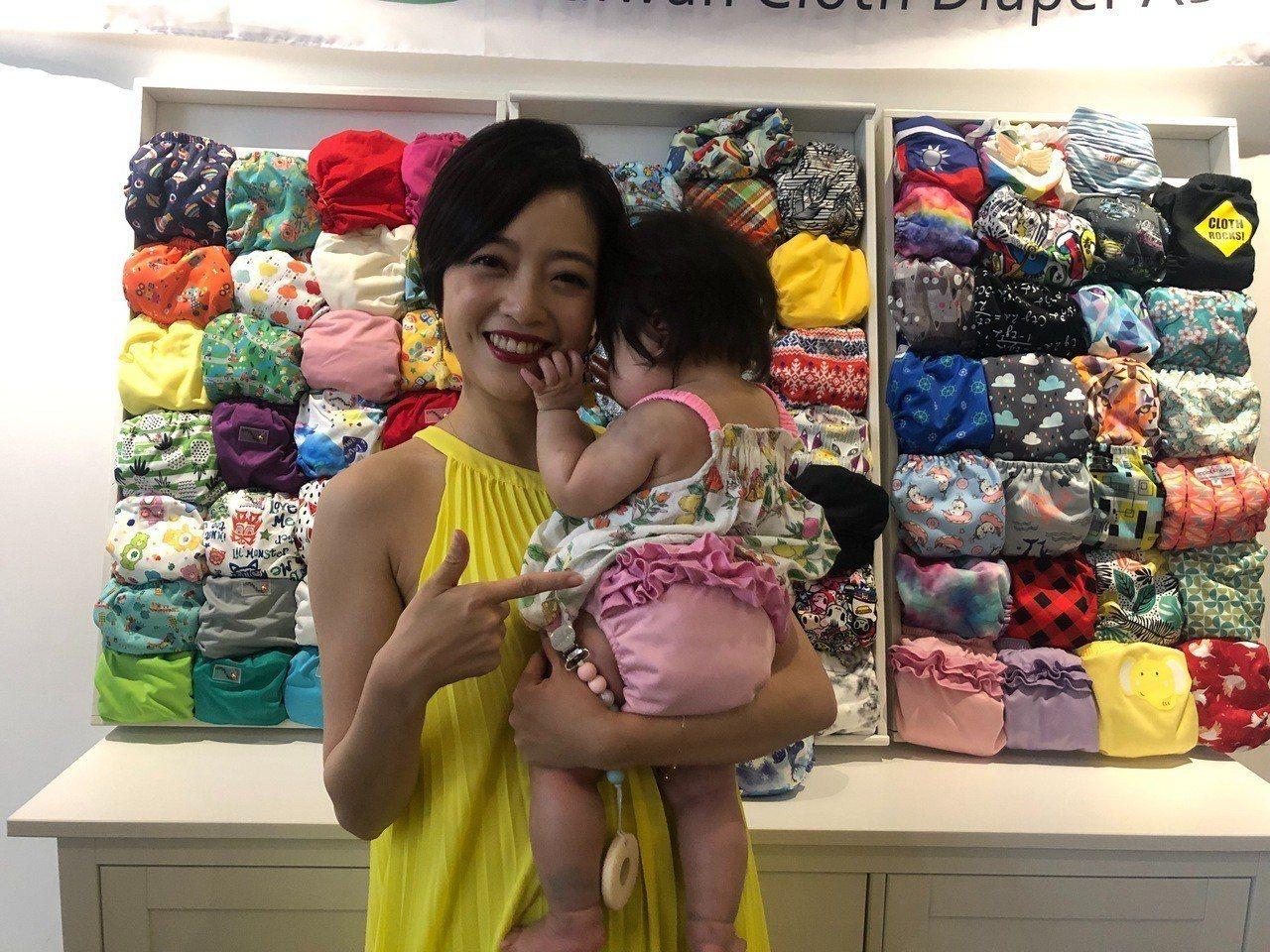 藝人貝童彤女兒穿布尿布。記者侯俐安/攝影