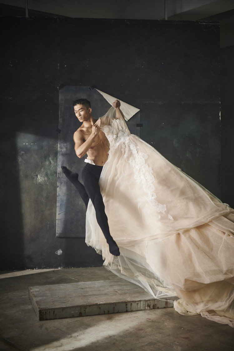 蘇菲雅婚紗考量到市場需求,旗下手工訂製禮服之後也會提供更多元大膽的設計。圖/So...