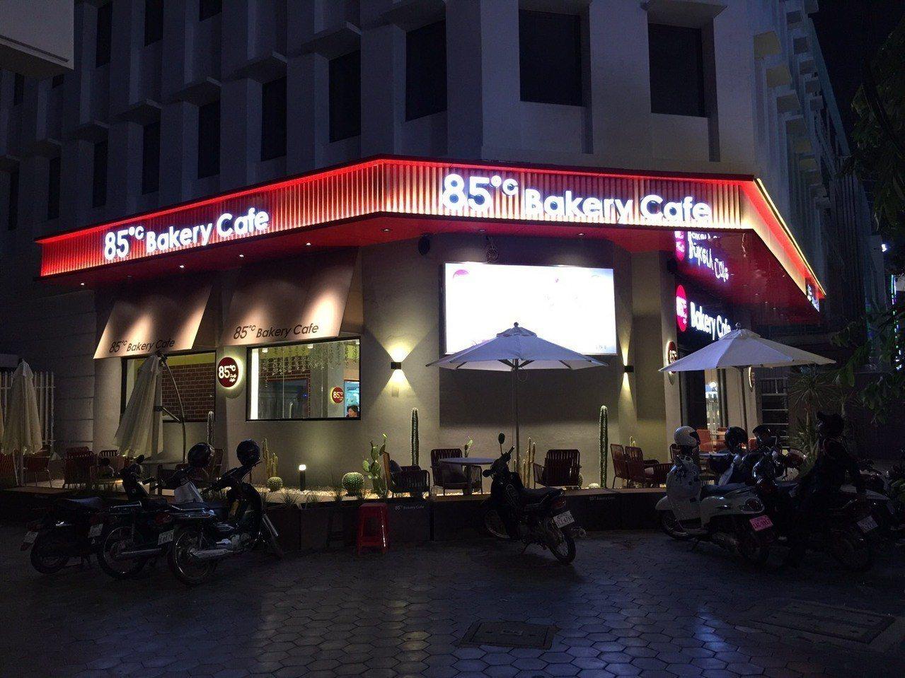 85°C在柬埔寨金邊市莫尼旺大道上,開設該公司在東南亞的第一間門市。圖/85°C...