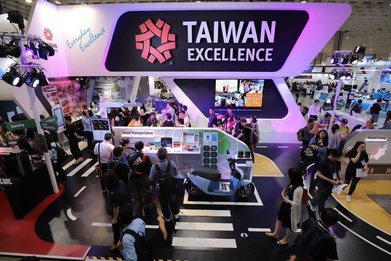 COMPUTEX台灣精品館以「打造智慧生活,讓世界精彩」為主題,展區大受矚目。圖...