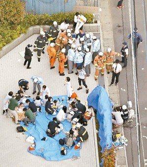 日本神奈川縣川崎市一處公園28日早上驚傳隨機砍人案,造成十餘人死傷。 (路透)