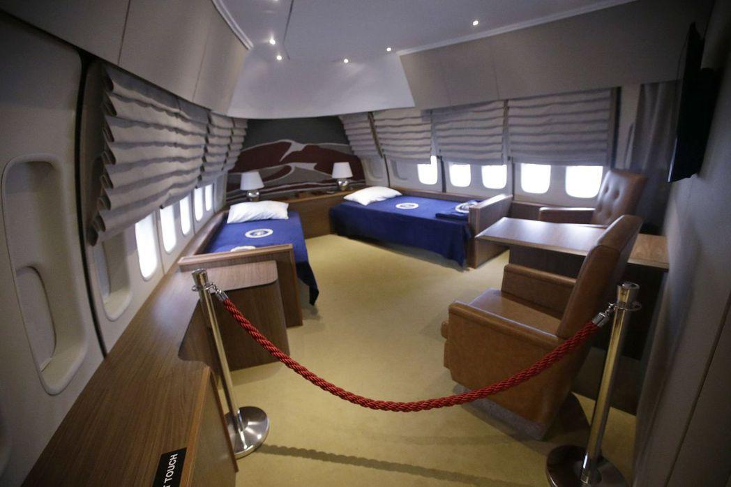 空軍一號上只有總統夫婦有臥房。圖為羅德島北金斯敦市空軍一號博物館展示的複製版空軍...