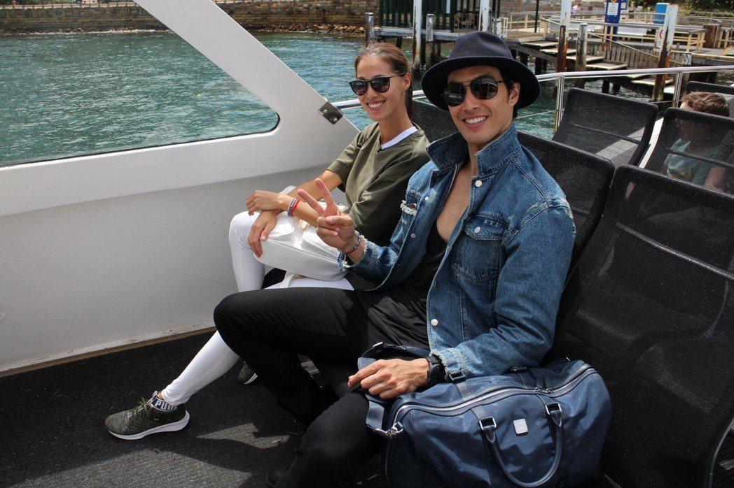 錦榮(右)、Akemi認愛。圖/亞洲旅遊台提供