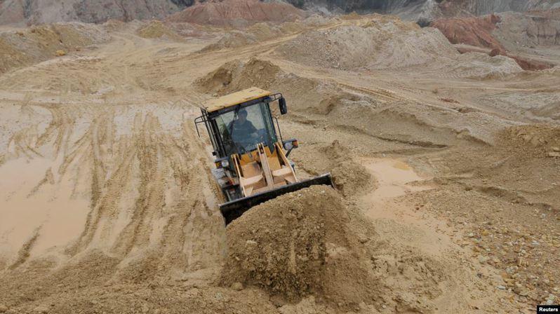 美國商務部警告,中國或俄羅斯稀土出口若停擺,恐引發「相當程度的衝擊」。圖為江西省一處稀土礦場。 (路透)
