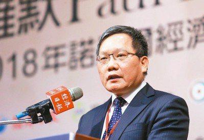 財政部長蘇建榮昨天出席大師論壇時表示,政府應利用政策誘發創新,帶動台灣經濟成長。...