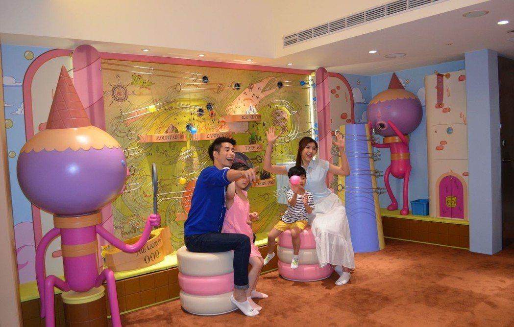 室內遊憩空間,以探險活寶卡通中的糖果王國為主題,設有糖球遊戲牆。  陳慧明 攝影