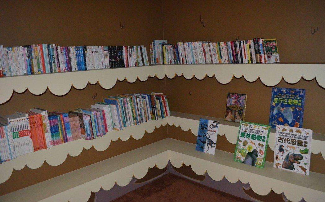 室內遊憩空間設有糖球書屋。  陳慧明 攝影