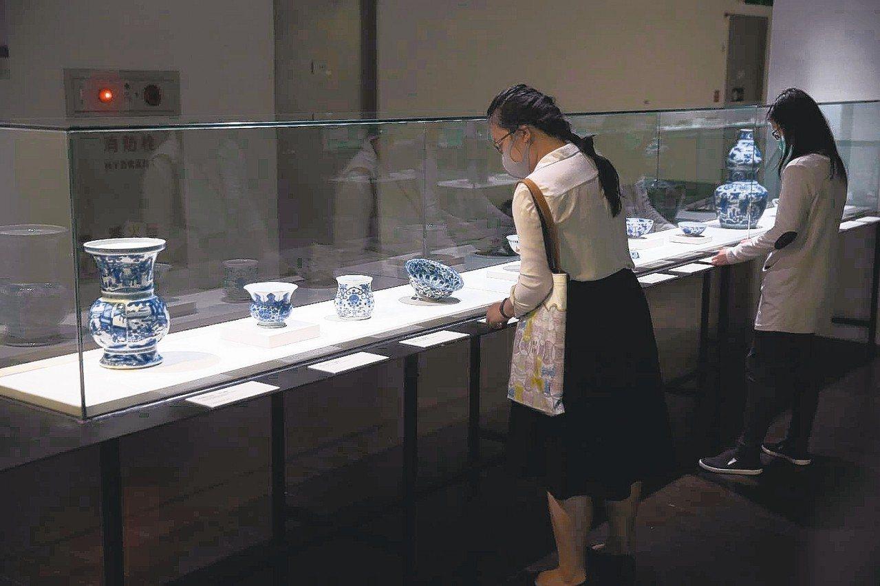 「新故宮計畫」撤銷一年內院內來回搬遷60萬件文物方案,全部計畫112年完成。 圖...
