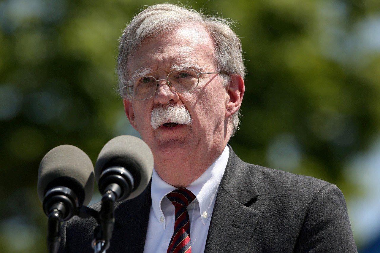 美國國家安全顧問波頓(John Bolton)15日警告中國,勿製造「新的」天安...