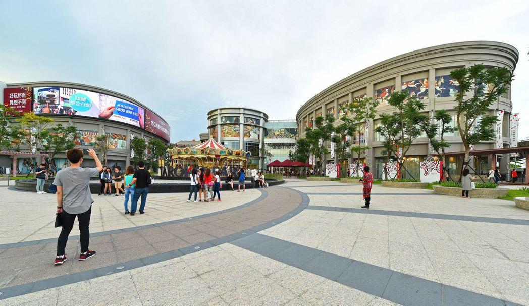 【紳市】鄰近大魯閣草衙道購物中心。 圖片提供/金圓建設
