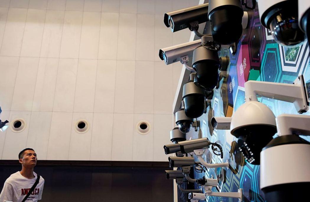 華為除了手機外,監視設備也擴及全世界,美國國內將近有六成監視晶片由華為旗下海思提供。 圖/路透社
