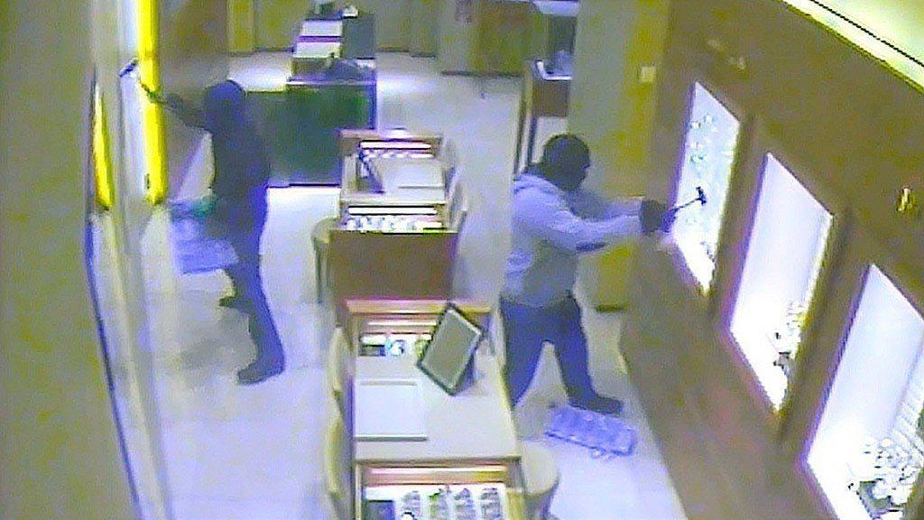 2014年,Al-Zein黑幫家族成員闖入柏林「西方百貨」,不到兩分鐘就搜刮了價...
