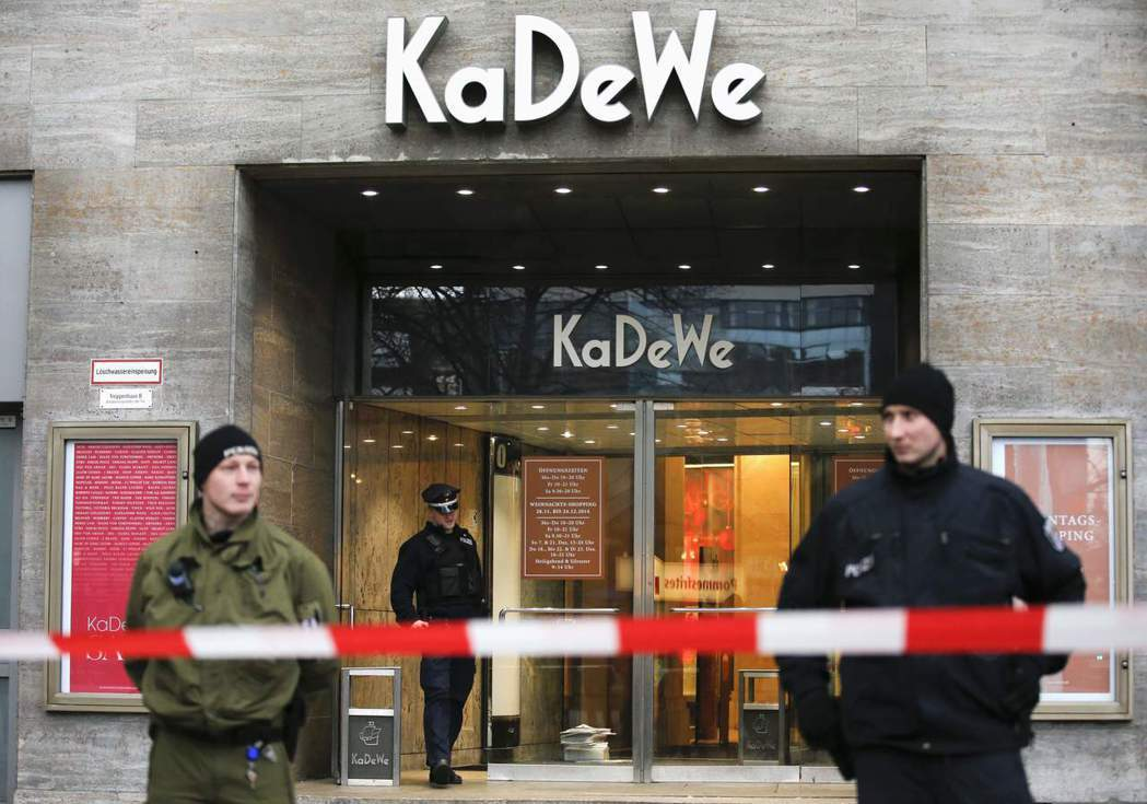 在全國及其它歐盟國家的全力追緝下,警方於四個月內捕獲了其中三名嫌疑犯。當中,26...