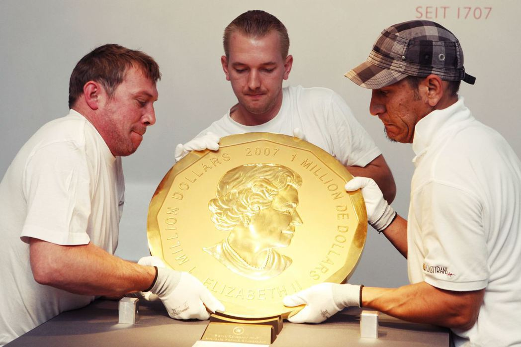 柏德博物館館內市價370萬歐元(約新台幣1.29億)的加拿大紀念金幣「大楓葉」(...