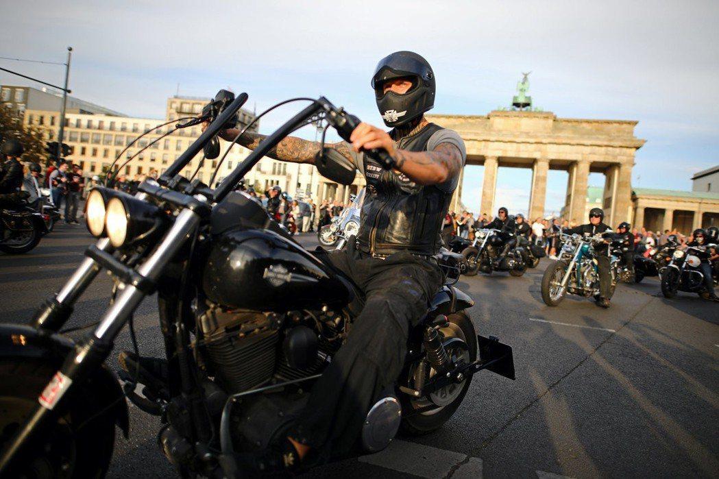 德國的組織性犯罪勢力,長期以來都是以跨國的歐洲黑手黨為主。圖為德國摩托車幫會的「...