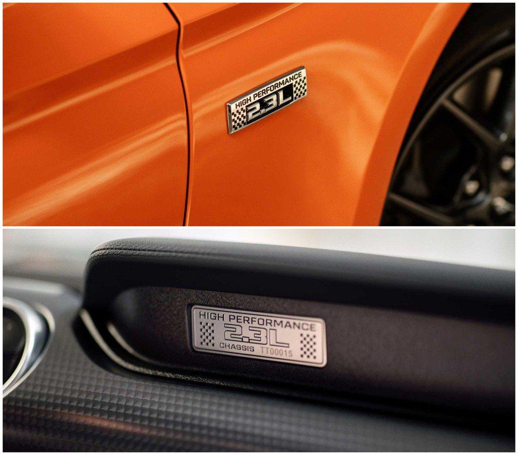 不僅在葉子板,車內也有2.3L High Performance 銘牌 摘自Fo...